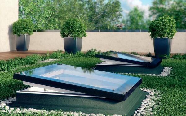Okna w zielonym dachu